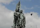 Puzzles statue