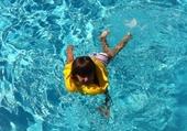 Puzzle mila dans la piscine