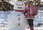 Jeu puzzle mimi est son bonhome de neige