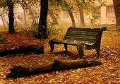 Jeu puzzle seul sur un banc