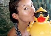 Puzzle en ligne Nina Dobrev kissing a dunck