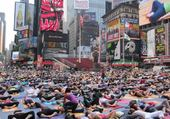 Puzzle cours de yoga à Time Square NY