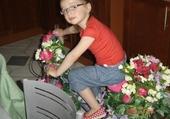 Puzzle louise sur le vélo fleuri
