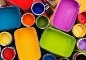 Pots de peinture ouverts