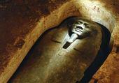 sarcophage au scarabé