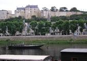 Le château de Chinon et une gabar