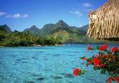 lagon bleu et montagne