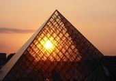 Puzzle pyramide du Louvre & soleil