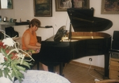 Grand-Maman Hugo au piano