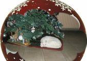 le chat en dessous du sapin