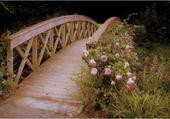 Petit pont fleuri