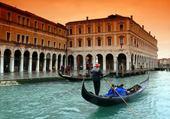 Laisse la gondole à Venise...