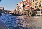 le grand canal (parking a gondole