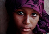 Puzzle jeune fille au foulard mauve