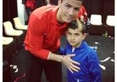 C.Ronaldo avec un enfant fan.