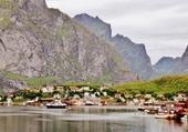 Moskenes : petit port des Lofoten