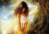 femme dans une grotte