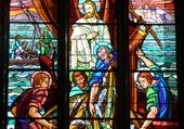 Vitraux dans l'église du Palais