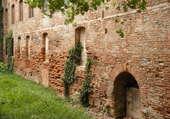 vieux mur de la ville rose