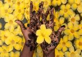 Mains et fleurs