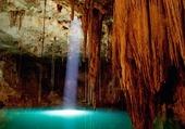 Grotte sur lac souterrain