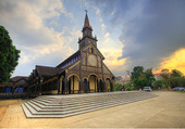 Eglise Kon Tum Vietnam