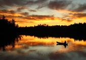ciel-couleur-feu-lac-canoe