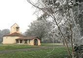 Chapelle au milieu des champs