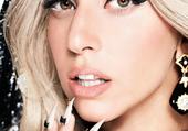 Lady Gaga avec des ongles assez...longs