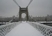La passerelle sous la neige