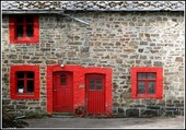 Puzzle Façade aux fenêtres rouges