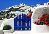Porte bleue sur Santorin
