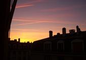 Soleil sur les toits versaillais .