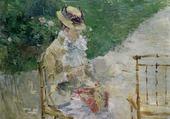 Jeune femme cousant dans le jardin