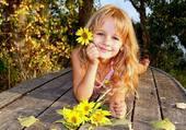Blondinette à fleurs
