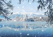 Il neige sur le lac