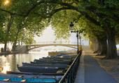 Puzzle promenade le long du canal