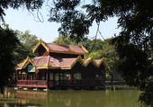 Puzzle Temple BIRMAN sur l'eau