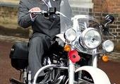 prince charles sur sa moto