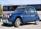Gendarmerie en 2CV