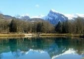 reflet de la montagne dans le lac