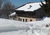 un hameau dans la neige