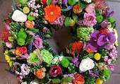 Très jolie couronne de fleurs