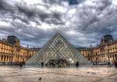 le louvre et la pyramide