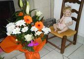 Bébé avec son bouquet