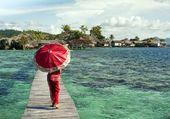 Un parapluie rouge
