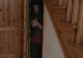 Dans le placard sous l'escalier