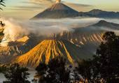 Volcans Bromo et Semerut