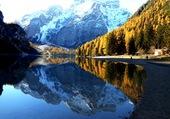 Lac de Braies dans les Dolomites