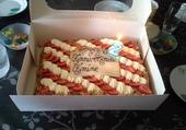 gâteau d'anniversaire d'un petit garçon